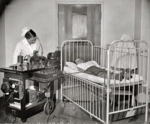 1cee2d0b31b71826fa7d6a6eba410370--vintage-nurse-vintage-medical